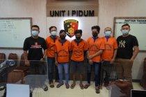 Polisi Gresik tangkap lima pemalak sopir truk kawasan Pantura Jatim