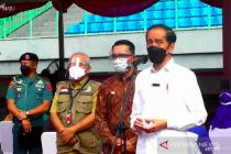 Presiden tinjau pelaksanaan vaksinasi massal di Stadion Patriot Bekasi