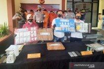 Polisi bongkar tempat pembuatan tembakau sintetis di Bogor