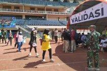 Warga Bandung Raya padati vaksinasi COVID-19 massal di Stadion GBLA
