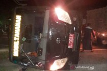 Mobil tahanan terbalik, sopir dan ASN Kejari Nagan Raya terluka