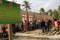 Warga perbatasan gotong royong bangun tiga gedung sekolah