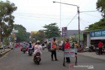 Satpol PP putar balik puluhan kendaraan dari luar kota tujuan Cianjur
