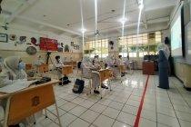 Sekolah tatap muka di Surabaya masih tunggu perkembangan COVID-19
