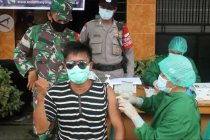 Dinkes Palangka Raya bersama Babinsa Babinkamtibmas lakukan serbuan vaksinasi