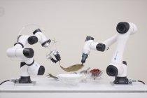 Robot unjuk kebolehan membuat zongzi di Guangdong, China