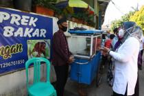 Menaker serahkan bantuan Tenaga Kerja Mikro kepada PKL di Jakarta