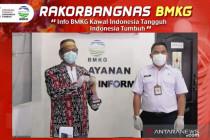 Dewa raih Anugerah BMKG karena selamatkan jiwa warga satu desa di NTT