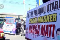 Lanal Ternate bagikan sembako ke warga yang mengenakan masker