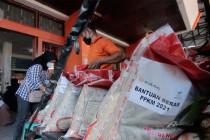 Kantor Pos Padang bertahap salurkan bansos bagi KPM