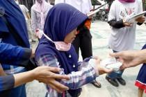 Pemberian obat cacing bersama bagi siswa berkebutuhan khusus di Hari Anak Nasional