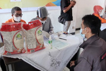 Distribusi beras PPKM ke Mentawai terkendala geografis