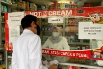 Presiden cek obat terapi COVID-19 di apotek Bogor