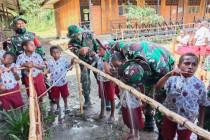 Saat Satgas TNI mengajarkan pola hidup sehat pada anak perbatasan