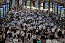 Semua bermasker, begini suasana awal hari kerja di Stasiun Shinagawa Jepang saat pandemi COVID-19