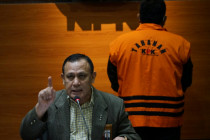 KPK menahan tersangka korupsi pengadaan tanah di Munjul DKI Jakarta