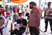 Kapolda Lampung memantau vaksinasi mobil keliling di Bandarlampung