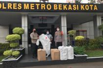 Politisi PDIP serahkan ribuan APD kepada Polres Metro Bekasi