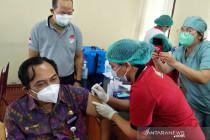 1.035 nakes Denpasar terima vaksinasi COVID-19 ketiga di RSUD Wangaya
