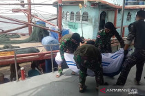 TNI AL evakuasi korban KM United di Perairan Pulau Berhala