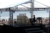 Menikmati konser organ saat matahari terbit di Pantai Dzintari
