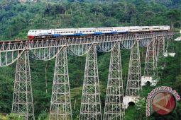Kereta Argo Parahyangan anjlok di Stasiun Bandung