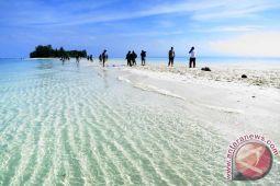 Wisatawan keluhkan mahalnya transportasi ke objek wisata pulau Dodola
