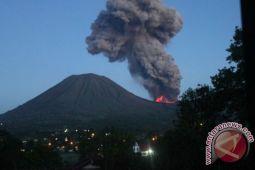 Radius bahaya Gunung Lokon ditetapkan 1,5 kilometer