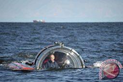 Putin ceburkan diri ke danau es peringati Epifani