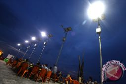 110 lampu surya menerangi desa terpencil NTB