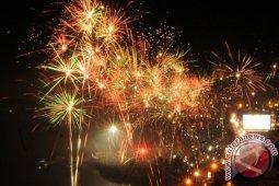 TMII meriahkan tahun baru dengan kembang api dan wayang kulit