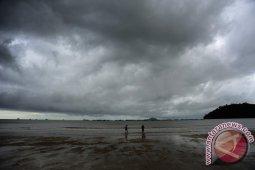 BMKG memaparkan gelombang tinggi di Ketapang dan Kayong Utara