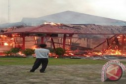 Puslabfor Polri Selidiki Penyebab Kebakaran Kantor Bupati Melawi