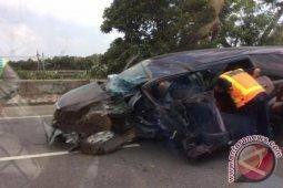 Akibat supir mengantuk, mobil menabrak truk,  tiga korban tewas