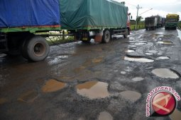 Supir angkutan keluhkan jalan Kutacane-Medan rusak parah