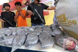 Edarkan bahan peledak untuk petasan, tiga remaja ditangkap