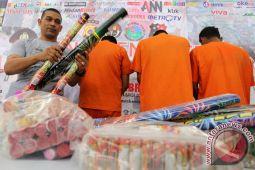 Polisi grebek gudang petasan di Indramayu