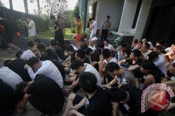 Polda Jatim tangkap enam TKA di Surabaya