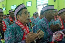 Puluhan ribu calon haji Papua Barat mengantre