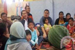 Tinjau Pengungsi Gunung Sinabung