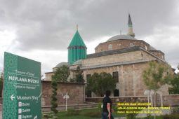 Konya, Rumi, janganlah menangis... (catatan perjalanan)