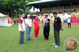 Final Sepak Bola Di Stadion GOR Pembataan