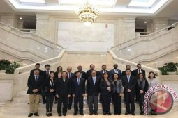Menyusuri Jalur Sutera Bersama Para Diplomat