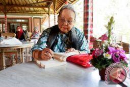 N.H. Dini, legenda sastra yang terus berkarya