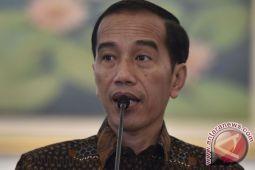 Presiden Jokowi anugerahkan Satyalancana kepada pendonor 100 kali