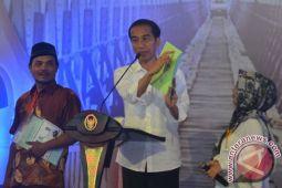 Presiden serahkan 3.500 sertifikat tanah warga Lampung