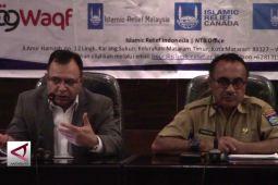Islamic Relief hibahkan asset pengembangan tenun dan budi daya jamur