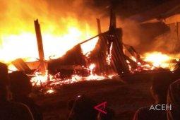 11 toko di terminal Subulussalam ludes terbakar