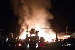Fire razes 11 shops in Aceh`s Subussalam terminal
