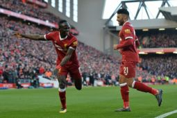 Mane bagikan 300 jersey Liverpool di kampung halamannya